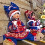 L'intérieur des maisons finlandaise est joliment décoré avec notamment des poupées Sámis dans leurs beaux costumes colorés.