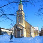 La cathédrale protestante de Tromsø, achevée en 1861, possède une architecture néogothique de bois peu commune.