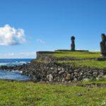 Sur l'île de Pâques, à l'Ahu Tahai, se trouve un ensemble constitué de trois Ahus: Vai Uri, Tahai et Kote Riku