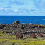 Quand Pierre Loti a visité l'île de Pâquesau 19ème siècle, à proximité des villages, tous les Moaï gisaient au sol