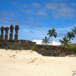 Le sable est divin et la plage d'Anakena est bordée de palmiers. On s'y retrouvent pour bain sous l'oeil bienveillant de 7 moaï qui montent la garde