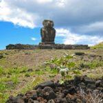 C'est à Anakena que l'on trouve les vestiges les plus anciens de l'île. Ces Moaï de première génération ont un style se rapprochant des Tiki marquisiens