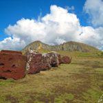 Puna Pau est un petit cône volcanique qui servait de carrière à la fabrication des Pukao sculptés dans une roche volcanique rouge