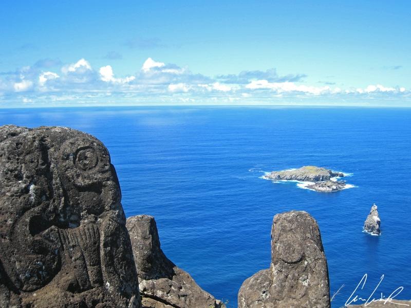 A la pointe Sud-Ouest de l'île de Pâques, le Motu Nui est situé à 2 kms au large, dans des eaux particulièrement dangereuses infestées de requins