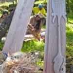 Durant le festival Tapati Rapa Nui, on peut observer la maîtrise technique impressionnante des graveurs, chacun avec son style particulier