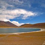 La Laguna Miñiques est beaucoup plus petite que la Laguna Miscanti puisqu'elle fait à peine 1,7 kilomètre de long, ce qui ne nuit aucunement à son charme