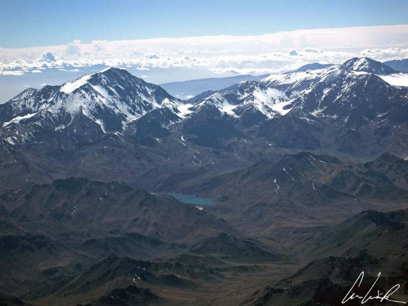 L'Atacama déroule ses paysages à couper le souffle au nord du Chili où les cimes enneigées des volcans andins, culminent à plus de 6000 mètres