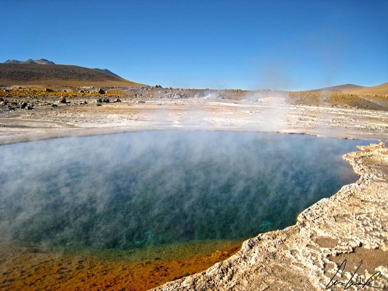 El Tatio - De quelle couleur est l'eau de cette lagune ? Bleue comme l'océan, verte foncée, turquoise, ou même rouge dans certains endroits ?