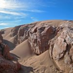 """L'aventure dans """"Las cavernas de la sal"""": niché au creux des interstices, le sable enrobe parfois la roche lui donnant une allure moins acérée"""