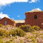 La charmante petite église de Machuca veille sur la douzaine de maisons que compte ce hameau perdu au milieu du désert, à près de 4000 mètres d'altitude