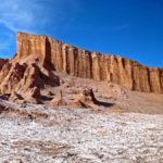 Dans la Vallée de la Lune, El Anfiteatro est une magnifique falaise à rougeâtre et orangée aux parois quasi verticales