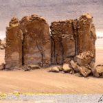 Altiplano chilien – Ces figures de pierre volcanique géantes appelées « Guardianes » (gardiens) ont été sculptées selon les caprices du temps et du vent