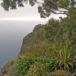 Madère - Le Cabo Girão est un promontoire rougeâtre qui domine l'océan Atlantique en un à-pic vertigineux de 580 mètres