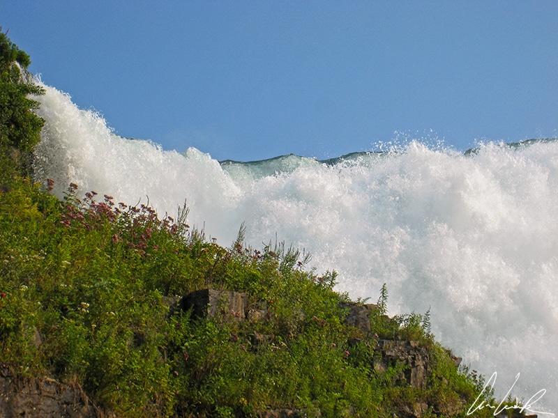 Cave of the Wind, côté américain, permet de se retrouver au coeur des Bridal Veil Falls. On a l'impression que l'eau va littéralement nous engloutir.