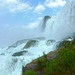 Depuis la plate-forme Hurricane vous êtes à quelques mètres à peine de Bridal Veil Falls. L'eau rugit dans une ambiance de tempête tropicale.