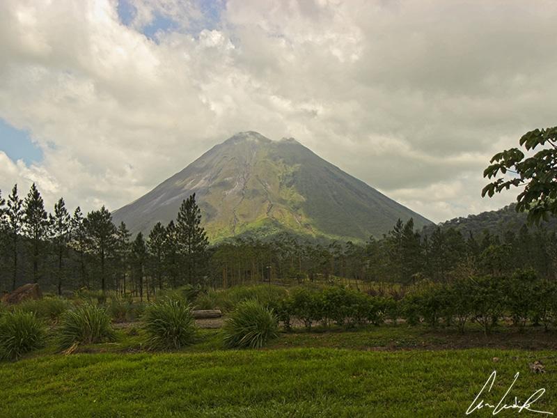 Certains flancs du volcan Arenal sont recouverts d'une végétation luxuriante où la palette des verts s'exprime dans toutes les tonalités.
