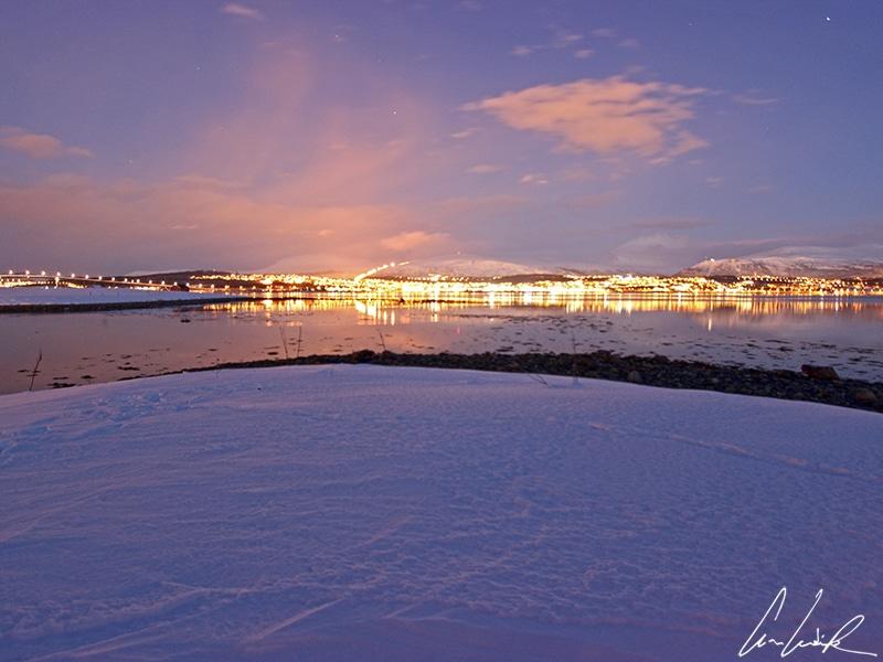Pour photographier les aurores boréales en Laponie, vous devrez impérativement vous éloigner des villes et de leur pollution lumineuse.