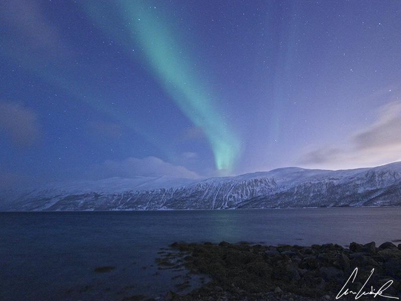 Pour photographier les aurores boréales en Laponie, sélectionner un beau paysage photogénique éloigné de la civilisation.