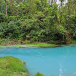 The blue lagoon or « Laguna Azul » contrasts with the green of the forest. The incredible blue of the Laguna Azul due to the water of the Rio Celeste is particularly bright and enchanting.